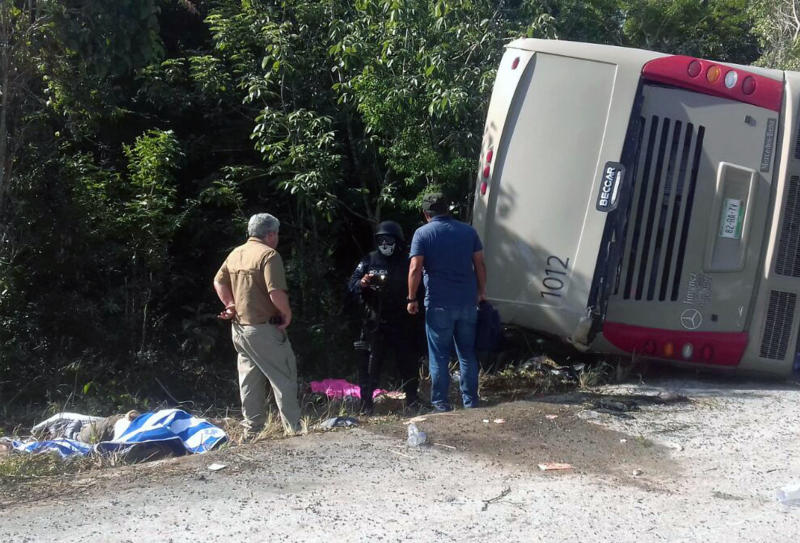 Mexican police officers and paramedics responded to the scene of the bus crash that left at least 12 people dead. (MANUEL JESUS ORTEGA CANCHE via Getty Images)
