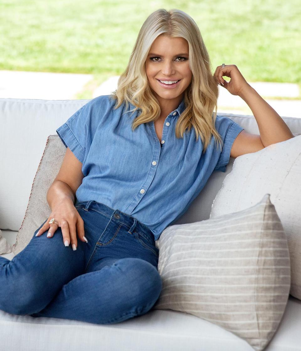 <p>Jessica Simpson stuns at her socially distant Pfizer Eucrisa photoshoot in L.A.</p>
