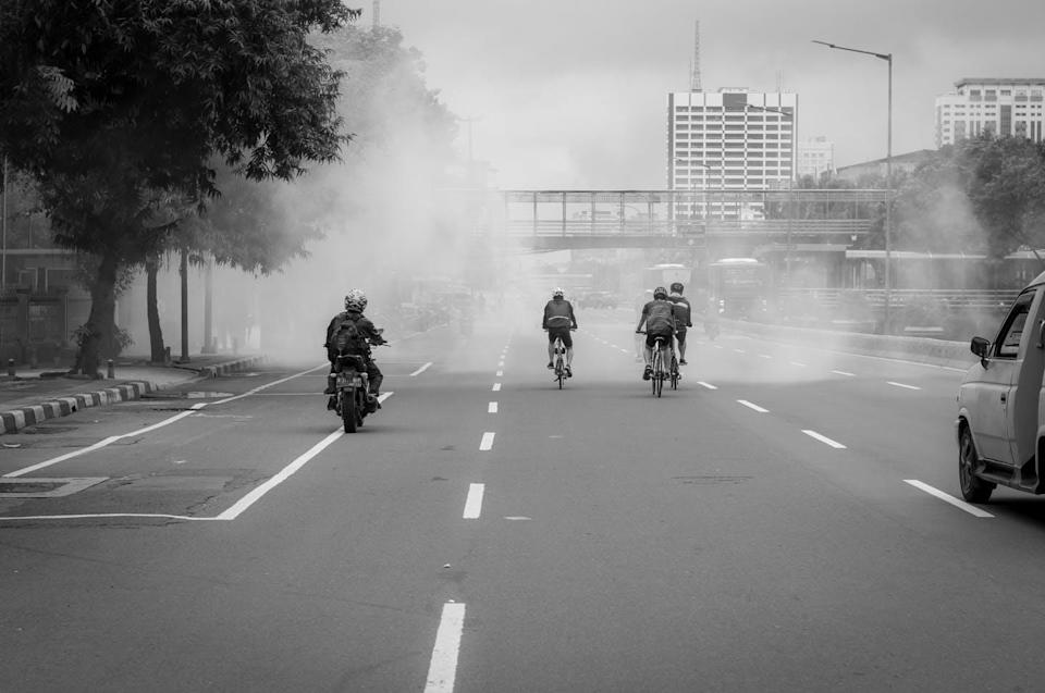 """<span class=""""attribution""""><a class=""""link rapid-noclick-resp"""" href=""""https://www.shutterstock.com/es/image-photo/smokes-appear-highway-while-people-passing-2037338252"""" rel=""""nofollow noopener"""" target=""""_blank"""" data-ylk=""""slk:Shutterstock Grand_Voyage"""">Shutterstock Grand_Voyage</a></span>"""
