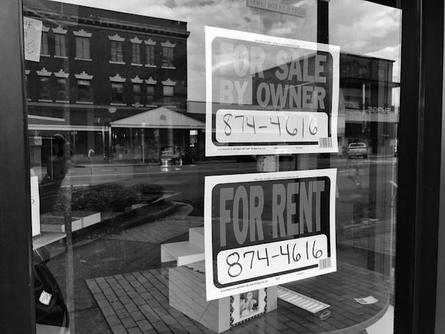 <p>An empty storefront in downtown Selma, Ala. (Photo: Holly Bailey/Yahoo News) </p>