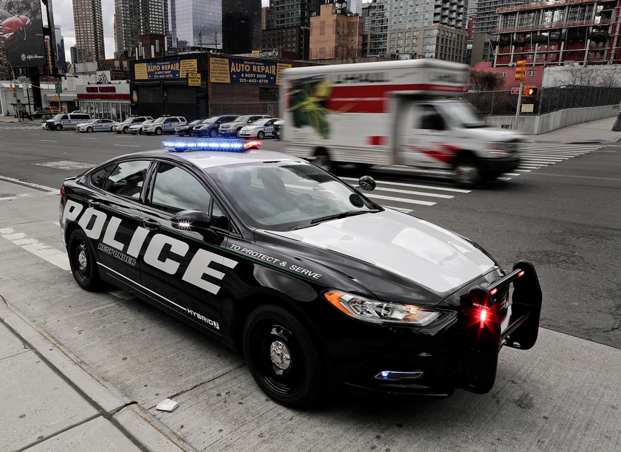 ford hybrid police car catches bad guys saves gas too. Black Bedroom Furniture Sets. Home Design Ideas