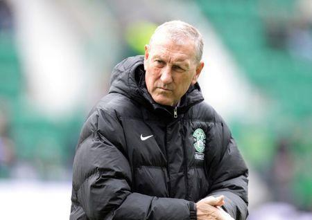 Football - Hibernian v Hamilton Academical - Scottish Premiership Play-Off Final Second Leg - Easter Road - 25/5/14 Hibernian manager Terry Butcher Mandatory Credit: Action Images / Graham Stuart Livepic