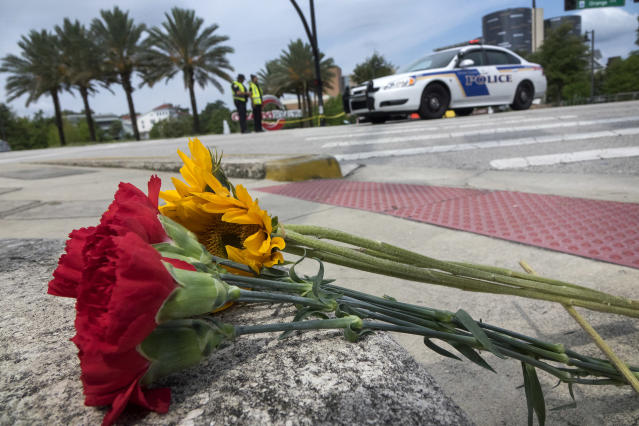 <p>A bouquet of flowers is seen in front of the Orlando Health Center where some of the victims of the shooting at Pulse nightclub, are being cured in Orlando, Florida, June 12, 2016. (EPA/CRISTOBAL HERRERA) </p>