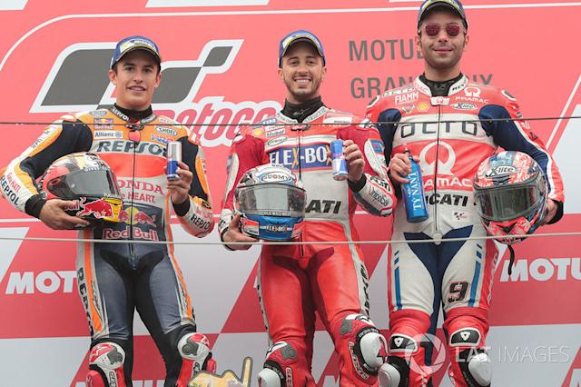 "Podio Andrea Dovizioso, Marc Márquez y Danilo Petrucci <span class=""copyright"">Gold and Goose / LAT Images</span>"