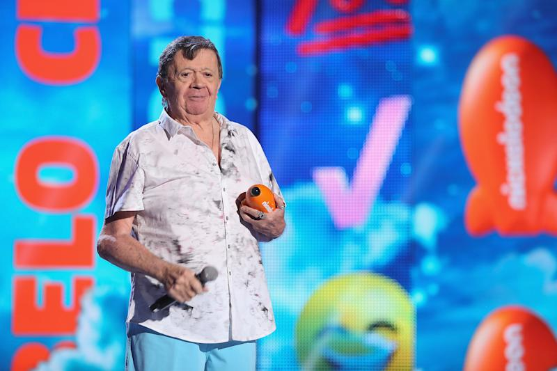 """MEXICO CITY, MEXICO - AUGUST 20: Xavier Lopez """"Chabelo"""" receives the leyend award during the Nickelodeon Kids' Choice Awards Mexico 2016 at Auditorio Nacional on August 20, 2016 in Mexico City, Mexico. (Photo by Victor Chavez/WireImage)"""