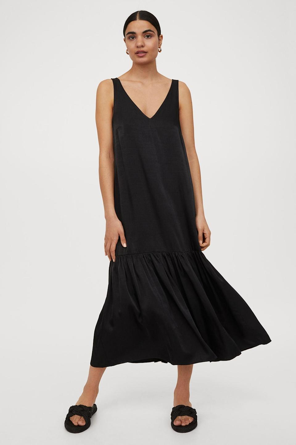 <p>This <span>H&amp;M V-Neck Dress</span> ($31, originally $35) will look chic no matter what you pair it with. Style it with kitten heels and a small shoulder bag, and you're ready for dinner followed by a night out.</p>