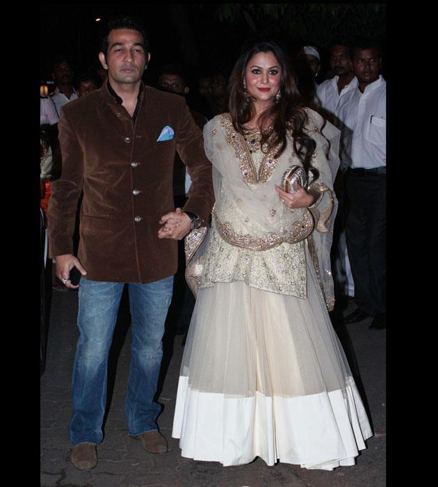 Kareena's close friend Amrita arrives with her husband Shakeel Ladak