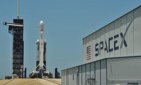 SpaceX astronaut mission looking 'increasingly difficult' in 2019 - executive