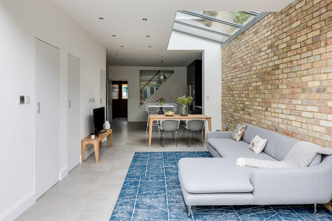 """<p>In terms of interior style, this new indoor space offers up so much inspiration. See, for example, how that raw brick<a rel=""""nofollow"""" href=""""https://www.homify.co.uk/rooms/walls"""">wall</a> inserts a focal piece into the living area, yet also a strong batch of pattern and texture, completely cancelling out the need for additional wall art pieces.</p><p>And that exquisitely patterned floor rug in its cool blue hue is simply a must have!</p>  Credits: homify / Model Projects Ltd"""