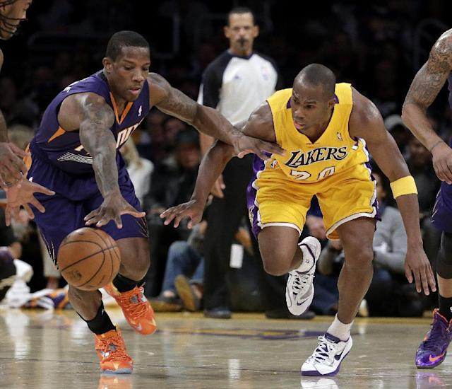Phoenix Suns guard Eric Bledsoe, left, and Los Angeles Lakers guard Jodie Meeks chase a loose ball during the first half of an NBA basketball game in Los Angeles, Tuesday, Dec. 10, 2013. (AP Photo/Chris Carlson)
