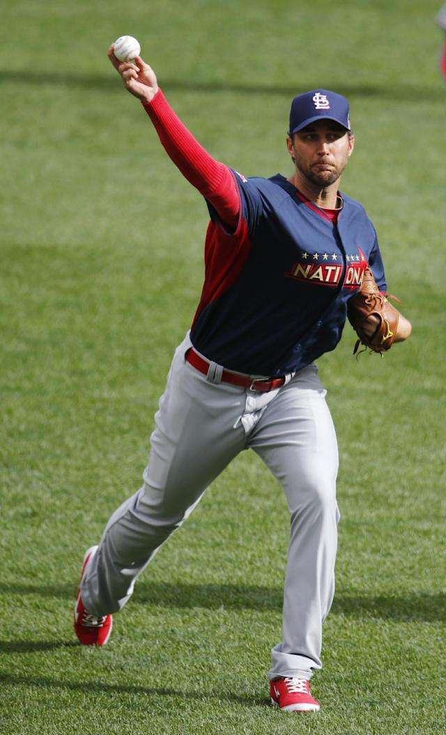 National League starting pitcher Adam Wainwright, of the St. Louis Cardinals, throws in the outfield during batting practice for the MLB All-Star baseball game, Monday, July 14, 2014, in Minneapolis. (AP Photo/Paul Sancya)