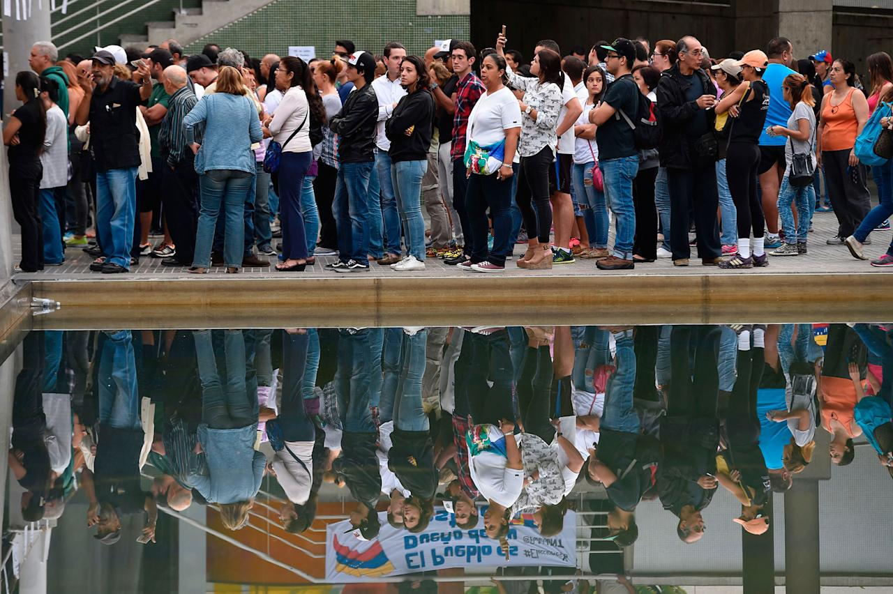 <p>People wait to cast their ballots on July 16, 2017 in Caracas, in an opposition-organized vote to measure public support for President Nicolas Maduro's plan to rewrite the constitution, against a backdrop of worsening political violence. (Juan Barreto/AFP/Getty Images) </p>