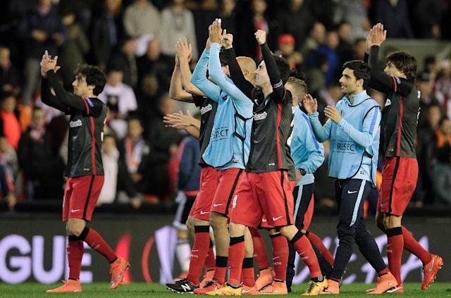 Athletic Bilbao's players celebrate at the end of the UEFA Europa League round of 16 second leg football match between Valencia CF vs Athletic Club de Bilbao at the Mestalla stadium in Valencia on March 17, 2016 (AFP Photo/Jose Jordan)