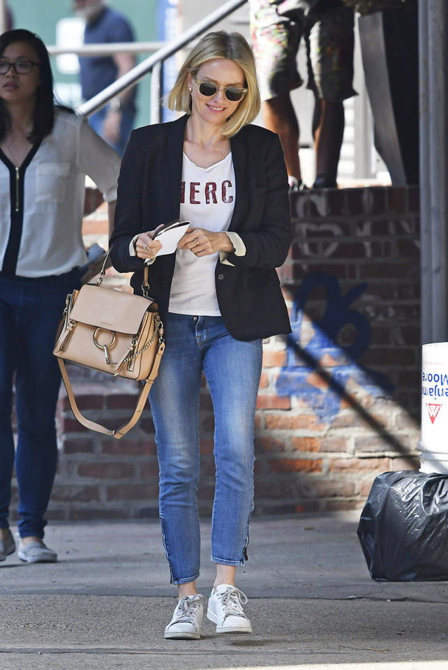 <h2>Off-Duty Ease</h2>                                                                                                                                                                             <p><p>Naomi Watts in New York City, 2017</p>                                                                                                                                                                               <h4>Splash News</h4>