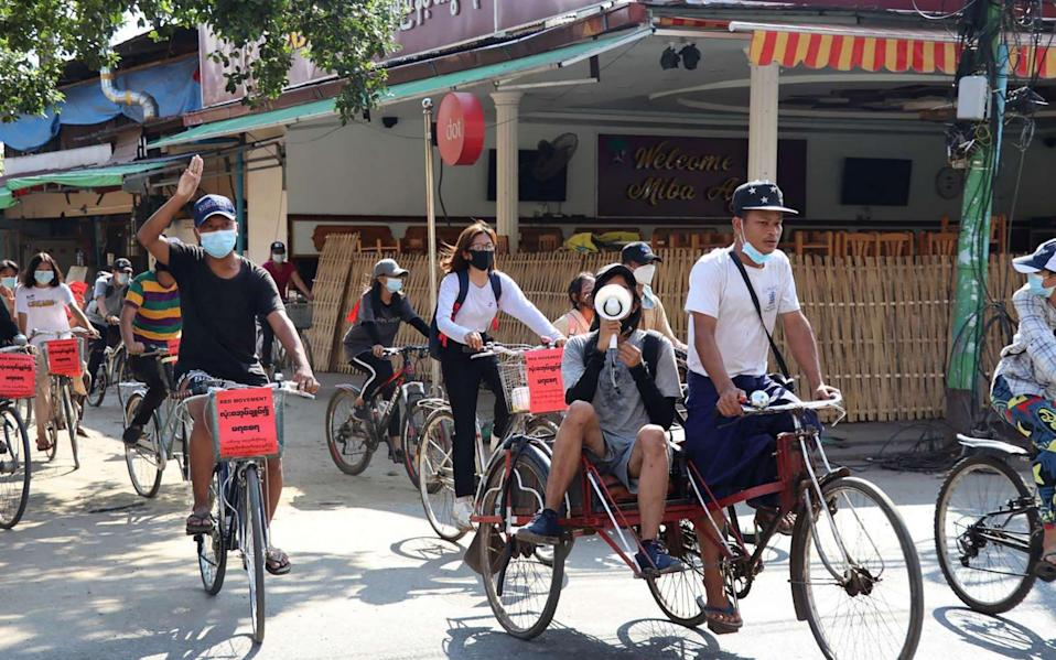 Protesters on bicycles demand democracy - AFP