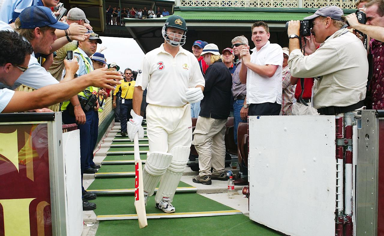SYDNEY, AUSTRALIA - JANUARY 6:  Steve Waugh of Australia walks out to bat for the last time during day five of the 4th Test between Australia and India at the SCG on January 6, 2004 in Sydney, Australia. (Photo by Hamish Blair/Getty Images)