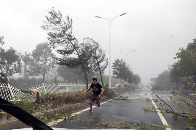 <p>A man runs in strong wind brought by typhoon Hato on Aug. 23, 2017 in Zhuhai, Guangdong Province of China. (Photo: VCG via Getty Images) </p>