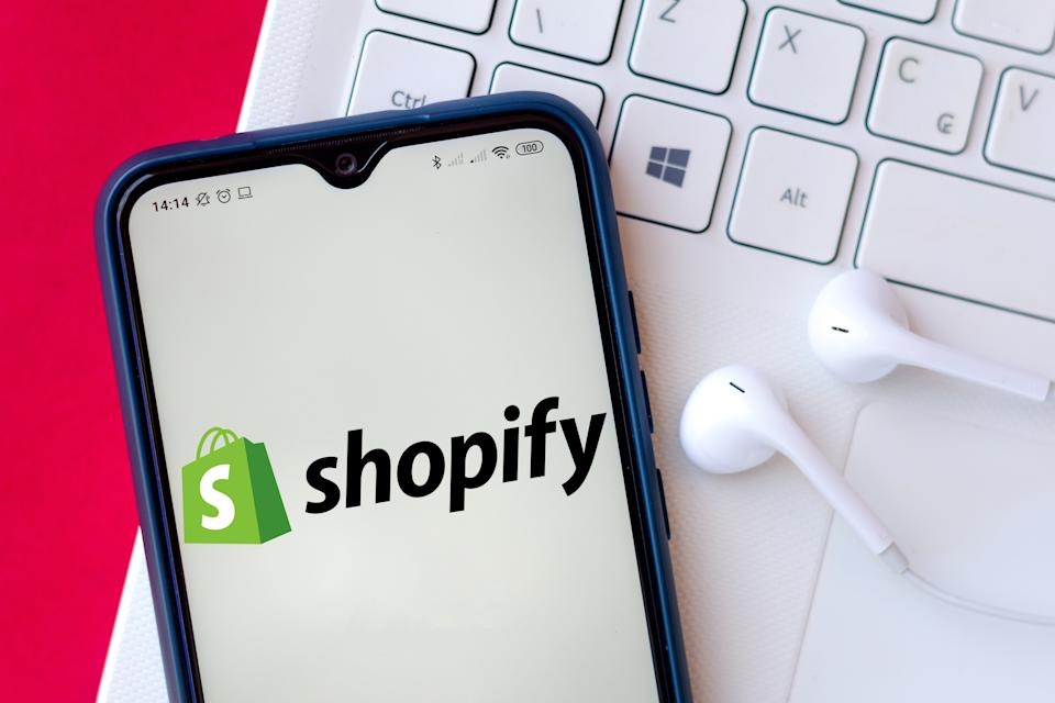 BRAZIL - 2020/07/26: In this photo illustration the Shopify logo seen displayed on a smartphone. (Photo Illustration by Rafael Henrique/SOPA Images/LightRocket via Getty Images)