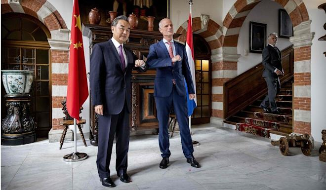 Dutch Minister of Foreign Affairs Stef Blok welcomes Wang Yi at Duivenvoorde Castle in Voorschoten, the Netherlands on Wednesday. Photo: AFP