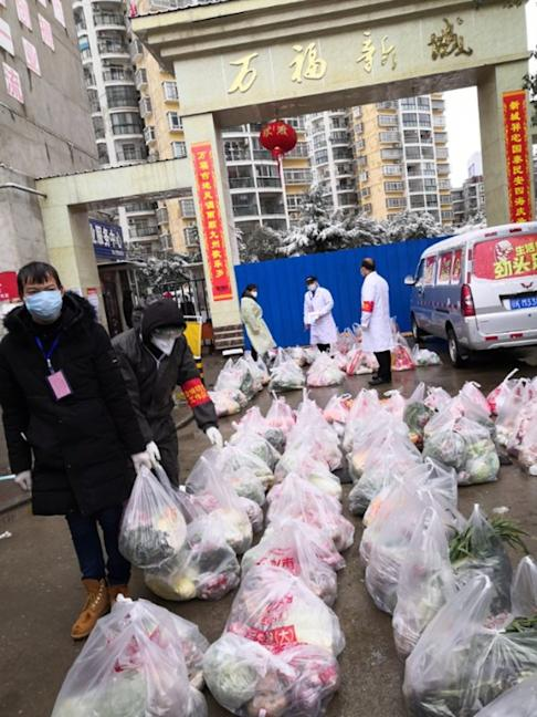 Groceries are delivered to the entrance of a community in Xiaogan. Photo: Department of Justice, Hubei province