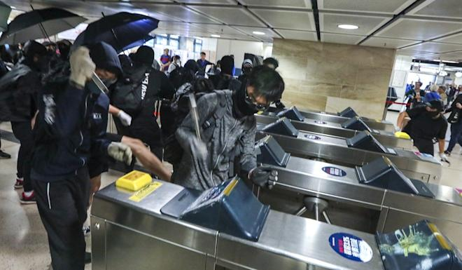 Protesters vandalise the Sha Tin MTR station on early hours of Monday. Photo: Felix Wong