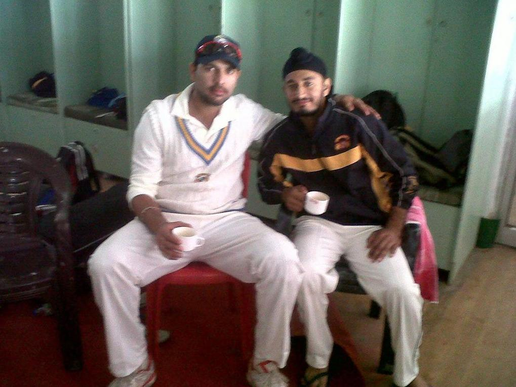 Yuvraj Singh and Jiwanjot Singh Chouhan of Punjab in Ranji Trophy. Photo by @Yuvilicious on Twitter.