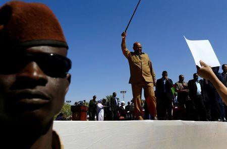 Sudan's President Omar al-Bashir waves to his supporters during a rally at the Green Square in Khartoum, Sudan January 9, 2019. REUTERS/Mohamed Nureldin Abdallah