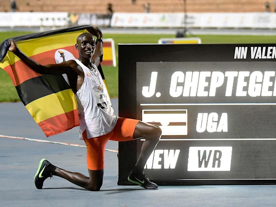 Joshua Cheptegei poses after breaking the 10,000m world record (Getty)