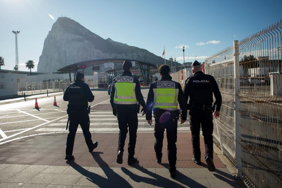 La verja de Gibraltar desaparecerá en los próximos meses. (Photo by JORGE GUERRERO/AFP via Getty Images)