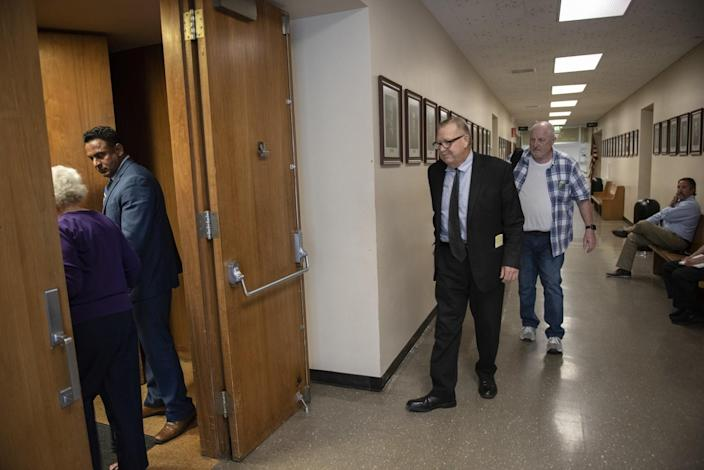Modesto attorney Frank Carson heads into the courtroom at the Stanislaus County Courthouse.