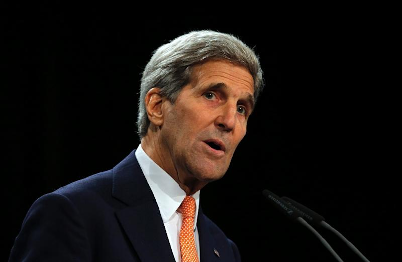 US Secretary of State John Kerry speaks about the Iran nuclear talks in Vienna, Austria on July 14, 2015 (AFP Photo/Carlos Barria)