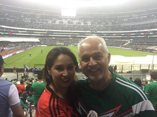 Unsurprisingly, the Budanos aren't fans of Trump's wall. (Yahoo Sports)