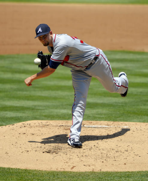Atlanta Braves starting pitcher Mike Minor throws to the plate during the first inning of their baseball game against the Los Angeles Dodgers, Sunday, June 9, 2013, in Los Angeles. (AP Photo/Mark J. Terrill)