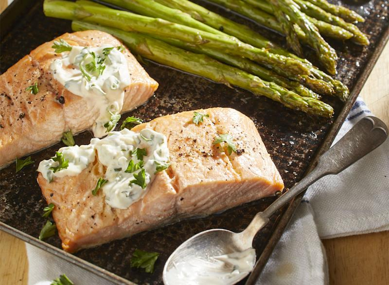 keto butter baked salmon with asparagus on the side horizontal