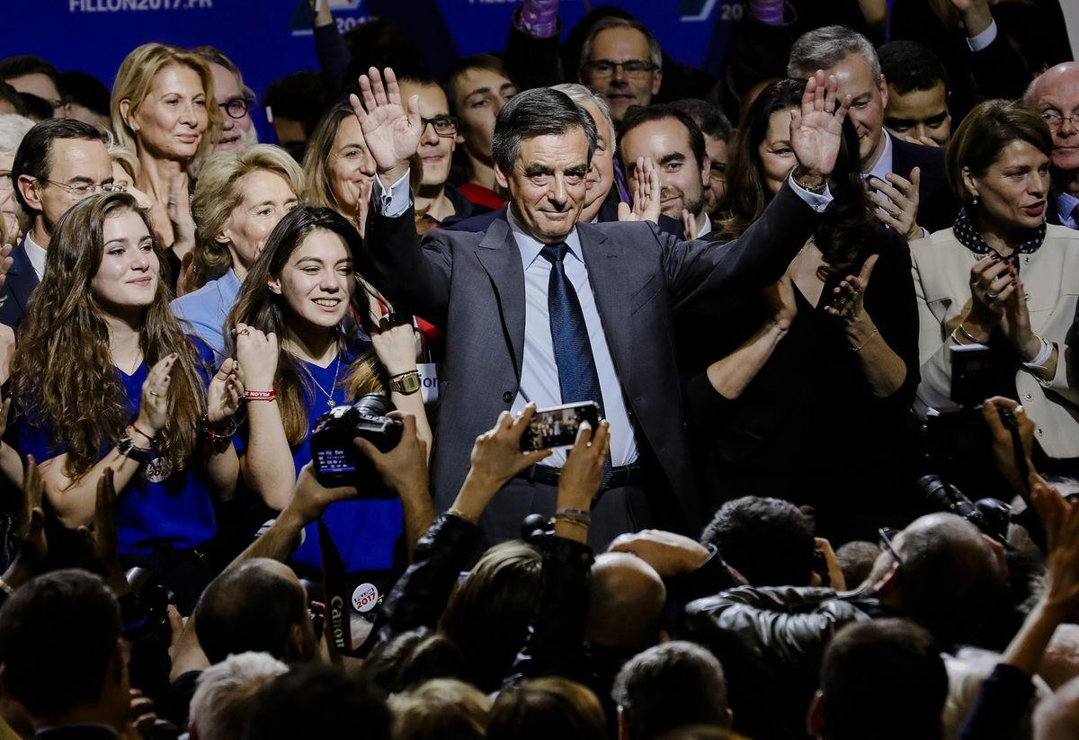 Francois Fillon, France's presidential candidate, center, waves to attendees during an election campaign meeting in Paris, France, on Friday, Nov. 25, 2016. Abortion took center stage last night in the final debate of the French Republican primary as front-runner Fillon defended his anti-abortion views as personal and not public, and his rival Alain Juppe went on the attack. Photographer: Marlene Awaad/Bloomberg