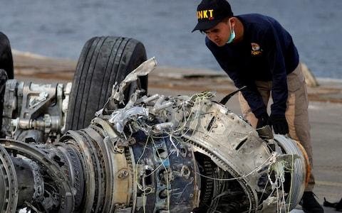 <span> An Indonesian National Transportation Safety Commission (KNKT) official examines a turbine engine from Lion Air flight JT610 at Tanjung Priok port in Jakarta</span> <span>Credit: Reuters </span>