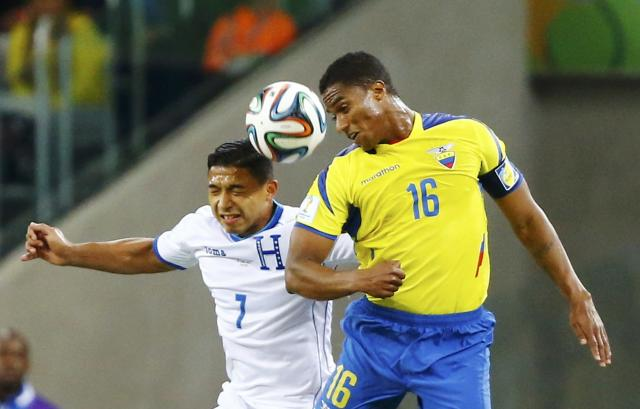Emilio Izaguirre of Honduras (L) fights for the ball with Ecuador's Antonio Valencia during their 2014 World Cup Group E soccer match at the Baixada arena in Curitiba June 20, 2014. REUTERS/Stefano Rellandini (BRAZIL - Tags: SOCCER SPORT WORLD CUP)