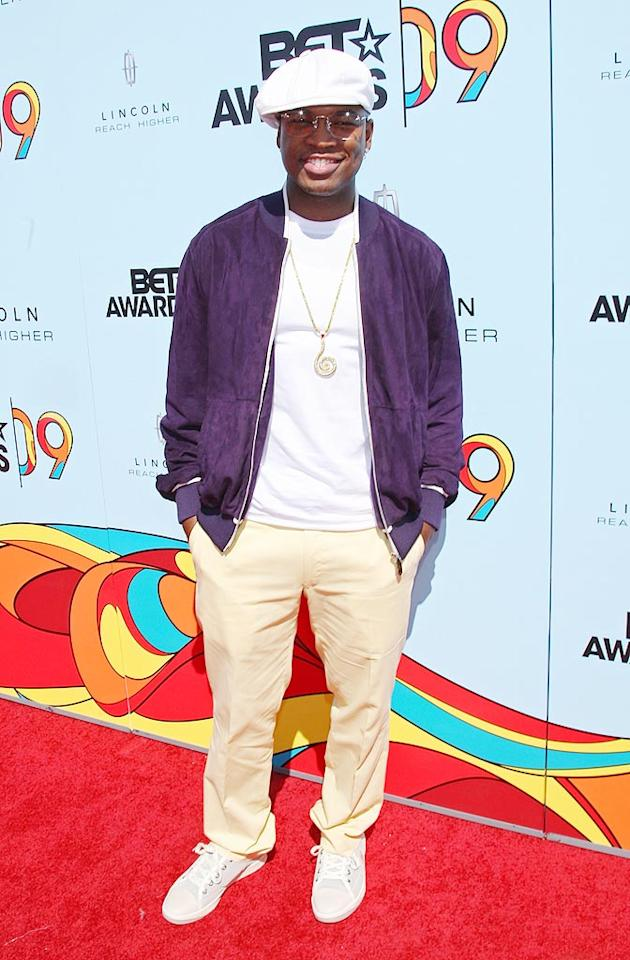"Best Male RnB Artist winner Ne-Yo looked a tad underdressed in his purple track jacket, white tee, and matching sneakers. Arnold Turner/<a href=""http://www.wireimage.com"" target=""new"">WireImage.com</a> - June 28, 2009"