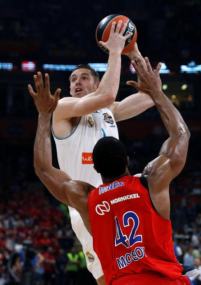 Basketball - EuroLeague Final Four Semi Final A - CSKA Moscow vs Real Madrid - ?Stark Arena?, Belgrade, Serbia - May 18, 2018 Real Madrid's Fabien Causeur in action with CSKA Moscow's Kyle Hines REUTERS/Alkis Konstantinidis