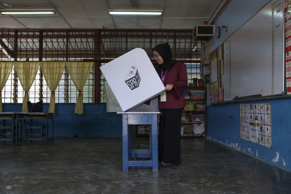 Masing urged the EC to increase the number of its workers and add more ballot boxes to be used in rural constituencies. — Picture by Yusof Mat Isa
