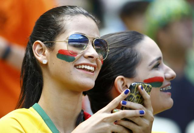 Fans of Mexico wait for the start of the 2014 World Cup round of 16 game between Netherlands and Mexicoat the Castelao arena in Fortaleza June 29, 2014. REUTERS/Dominic Ebenbichler (BRAZIL - Tags: SOCCER SPORT WORLD CUP)