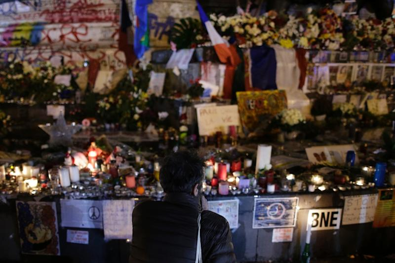 A man looks at a makeshift memorial for the victims of a series of deadly attacks in Paris, at the Place de la Republique in Paris on November 20, 2015 (AFP Photo/Kenzo Tribouillard)