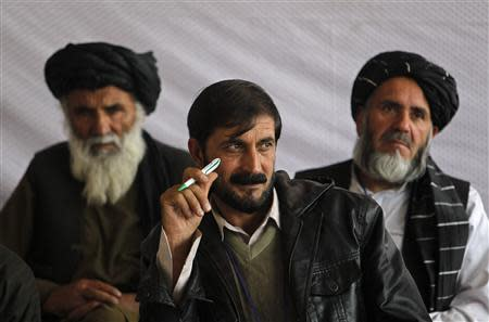Members of the Loya Jirga, or grand council, take part in a committee session in Kabul November 22, 2013. REUTERS/Omar Sobhani