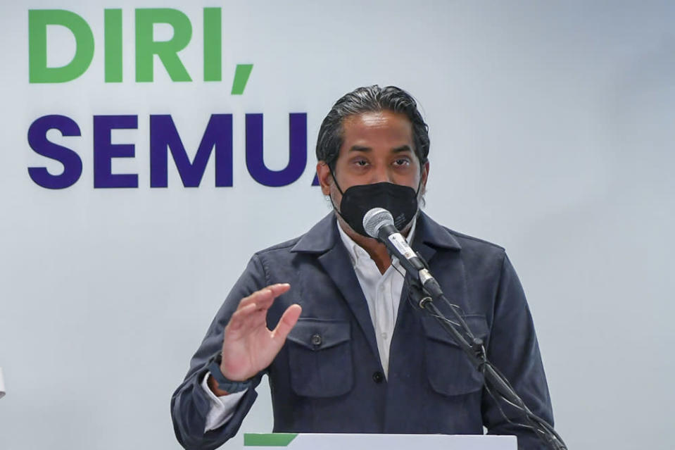 Health Minister Khairy Jamaluddin on his Twitter account today also said that the ministry is in the midst of drawing up ventilation guidelines for gymnasiums, together with the National Security Council (NSC). — Bernama pic