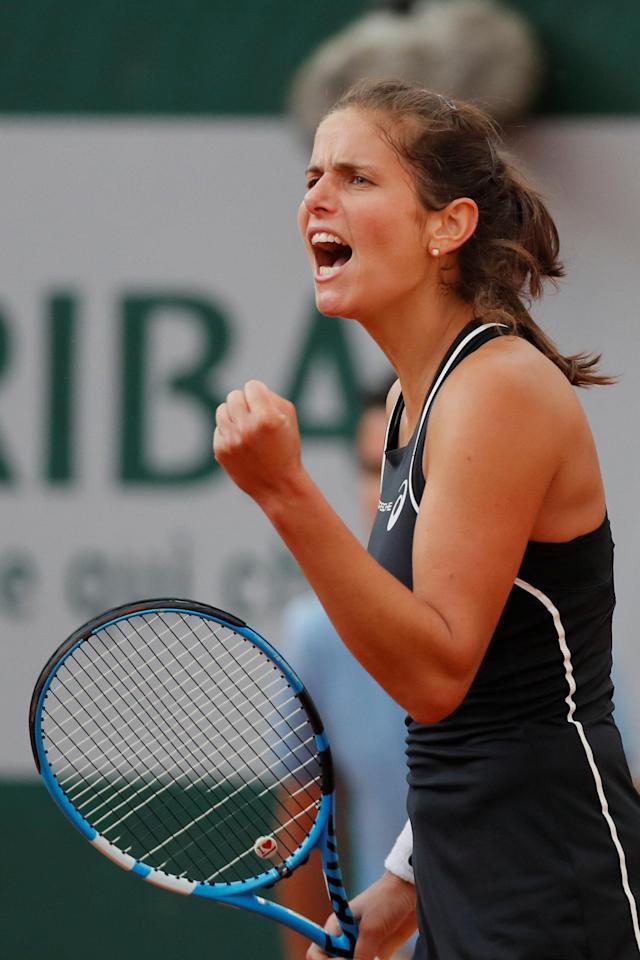 Tennis - French Open - Roland Garros, Paris, France - June 2, 2018 Germany's Julia Goerges reacts during her third round match against Serena Williams of the U.S. REUTERS/Gonzalo Fuentes