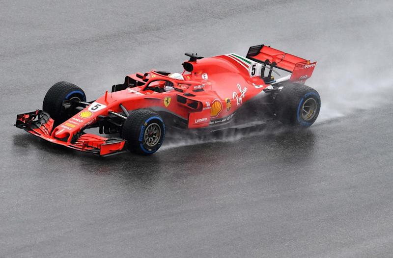 Leader, Vettel se rate et finit dans le mur — Crash
