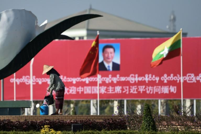 Billboards and banners welcomed China's Xi Jinping to Naypyidaw on Friday (AFP Photo/Ye Aung Thu)