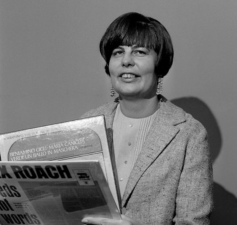 FILE - In this June 1968 file photo, AP Newsfeatures editor Mary Campbell, poses in New York. Mary Campbell, who covered music and theater for four decades at The Associated Press, has died, Friday, Oct. 19, 2012. She was 78 (AP Photo/Bob Wands, File)