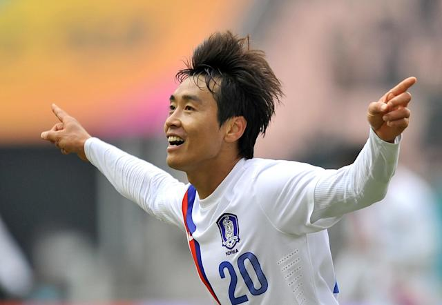 South Korea's Lee Dong-Gook during a football friendly in Jeonju, near Seoul, on February 25, 2012 (AFP Photo/Jung Yeon-Je)
