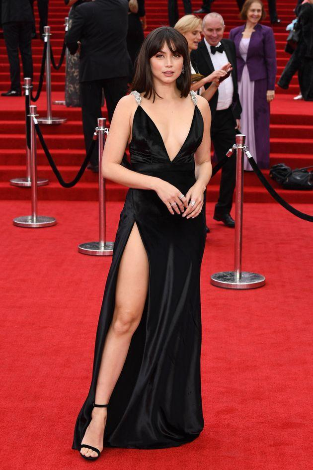 Ana de Armas pulls an Angelina Jolie with her red carpet pose. (Photo: Jeff Spicer via Getty Images)